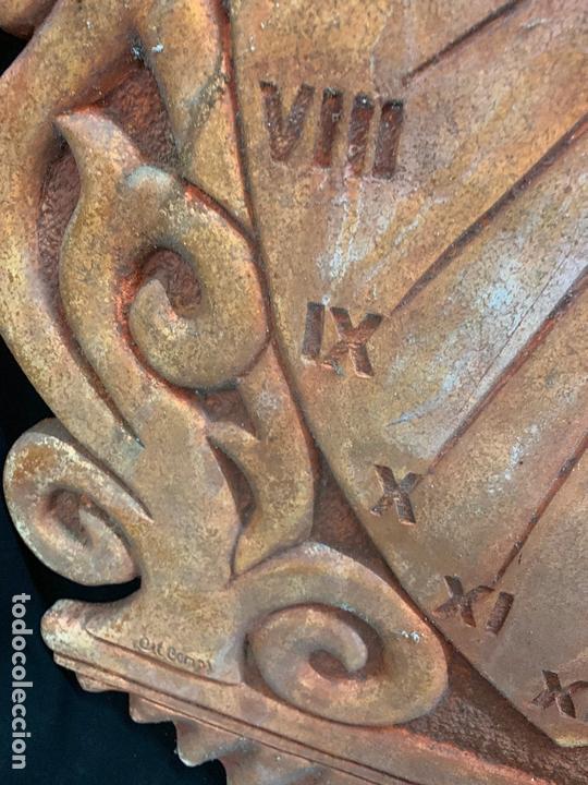 Antigüedades: Excepcional reloj de sol en terracota. gran tamaño, firmado. 64cms altura x 58cms ancho y 3cm grosor - Foto 8 - 172054499