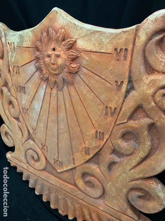 Antigüedades: Excepcional reloj de sol en terracota. gran tamaño, firmado. 64cms altura x 58cms ancho y 3cm grosor - Foto 9 - 172054499