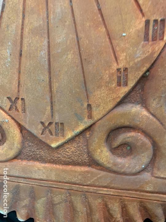 Antigüedades: Excepcional reloj de sol en terracota. gran tamaño, firmado. 64cms altura x 58cms ancho y 3cm grosor - Foto 10 - 172054499