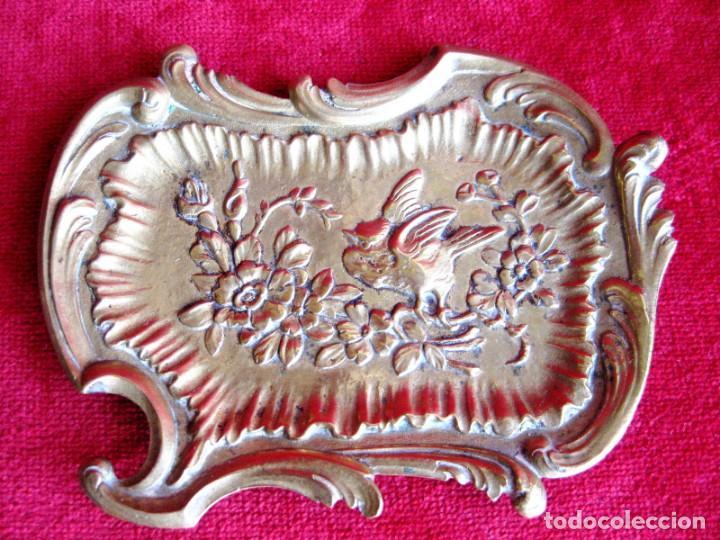 Antigüedades: TARJETERO EN BRONCE CON RELIEVES DE PAJARILLO Y FLORES. PRECIOSO - Foto 4 - 172059145