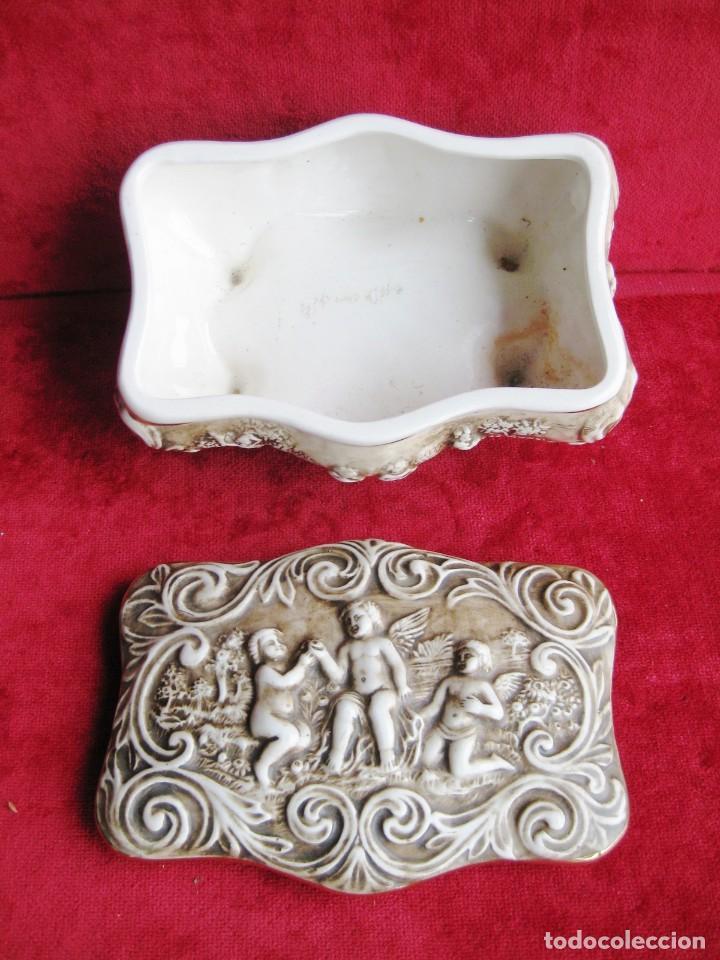 Antigüedades: CAJA JOYERO CON ESCENAS DE QUERUBINES, EN PORCELANA O CERÁMICA DE CAPODIMONTE. PERFECTO - Foto 15 - 172060735