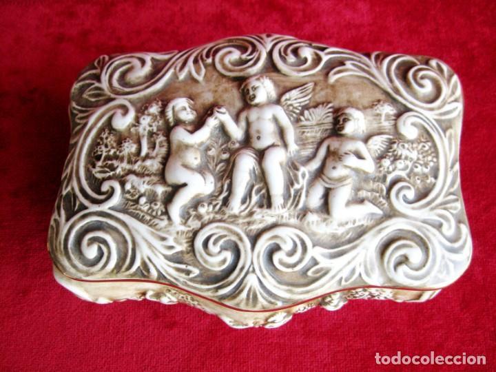 Antigüedades: CAJA JOYERO CON ESCENAS DE QUERUBINES, EN PORCELANA O CERÁMICA DE CAPODIMONTE. PERFECTO - Foto 25 - 172060735