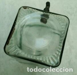 Antigüedades: antiguo frasco con grifo en metal - Foto 4 - 172065898