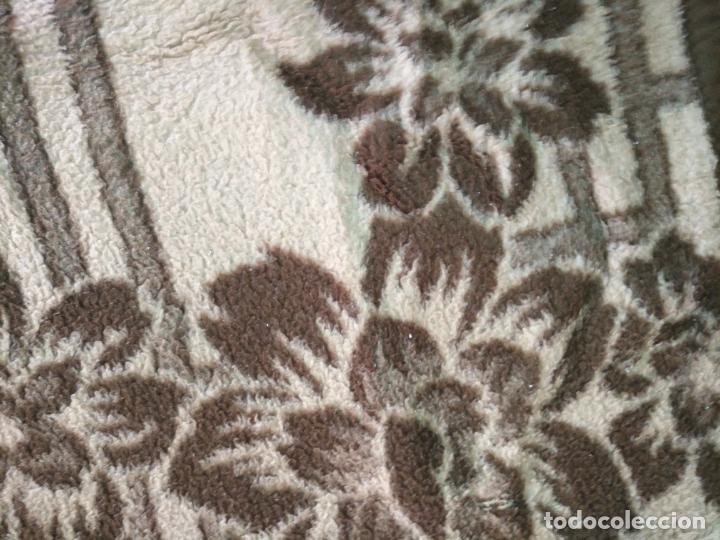 Antigüedades: antigua colcha manta de invierno para cama - marron floral - fabricada en españa 204 x 155 cm - Foto 3 - 172067160