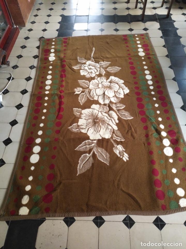 Antigüedades: antigua colcha manta de invierno para cama - floral reversible 225x147 cm - Foto 2 - 172068574