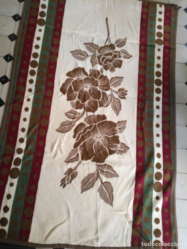 ANTIGUA COLCHA MANTA DE INVIERNO PARA CAMA - FLORAL REVERSIBLE 225X147 CM (Antigüedades - Hogar y Decoración - Colchas Antiguas)