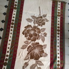 Antigüedades: ANTIGUA COLCHA MANTA DE INVIERNO PARA CAMA - FLORAL REVERSIBLE 225X147 CM. Lote 172068574