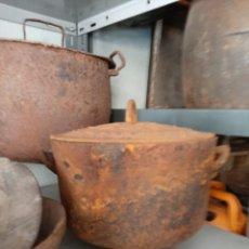 Antigüedades: POTA FUNDICIÓN ANTIGUA PIEZA ETNOGRÁFICA AÑOS 1920. Lote 172070415