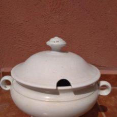 Antigüedades: SOPERA DE LOZA BLANCA - ANTIGUA. Lote 172088972