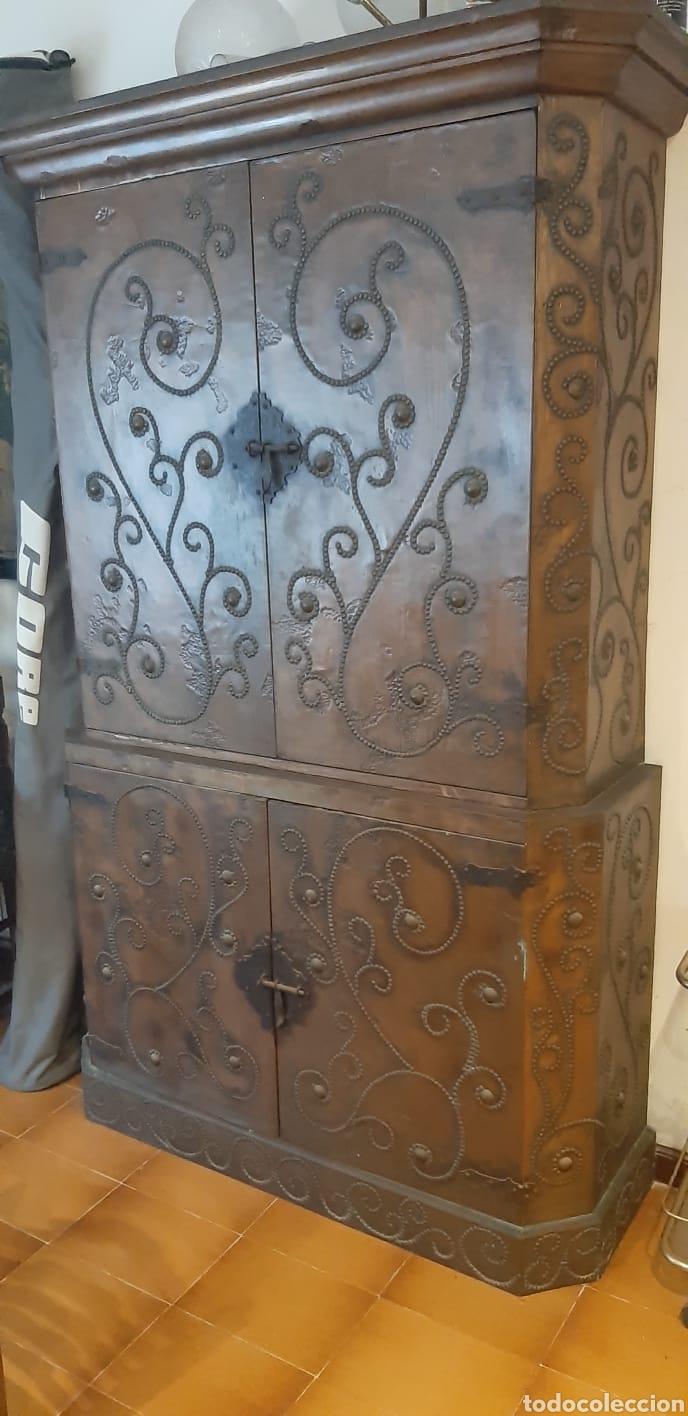 Antigüedades: Mueble antiguo aparador con lamina de cobre martillado - Foto 2 - 172112949