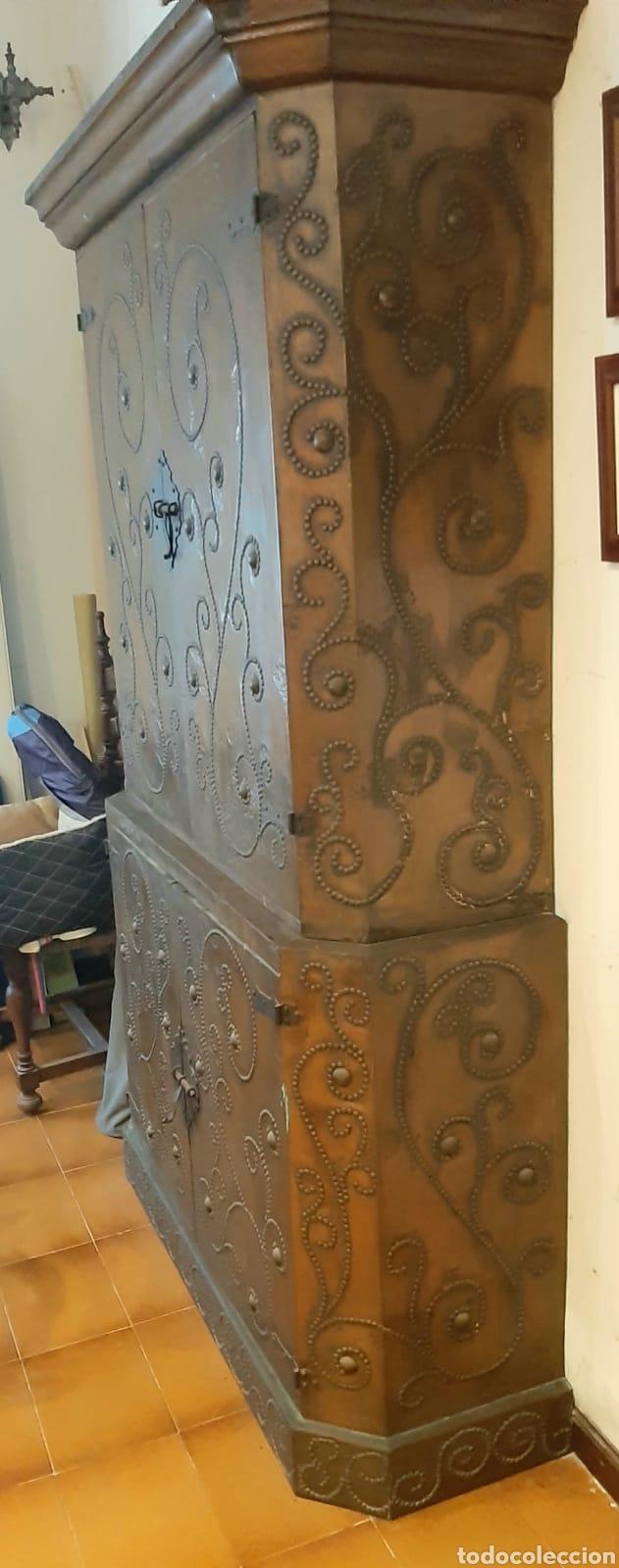 Antigüedades: Mueble antiguo aparador con lamina de cobre martillado - Foto 3 - 172112949