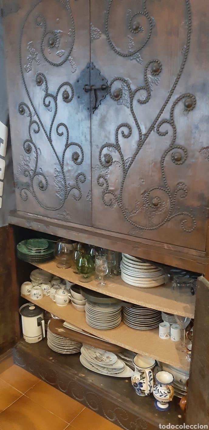 Antigüedades: Mueble antiguo aparador con lamina de cobre martillado - Foto 5 - 172112949