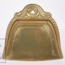 Antigüedades: ANTIGUO RECOGEDOR DE BRONCE - PRINCIPIOS SIGLO XX - MEDIDAS 23 X 21,5 X 2 CM. Lote 172142187