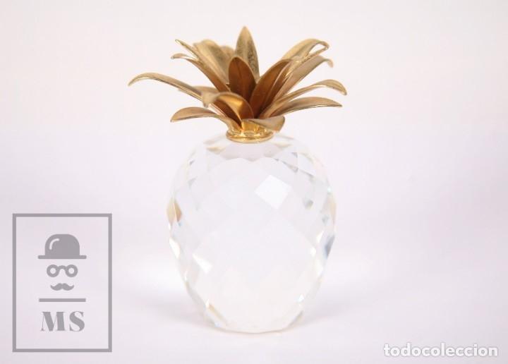 PIÑA DE CRISTAL SWAROVSKI FACETADO CON APLIQUE DORADO - MARCADA EN BASE - ALTURA 10,5 CM (Antigüedades - Cristal y Vidrio - Swarovski)