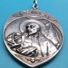 Antigüedades: ANTIGUA MEDALLA ALABADOS SEAN JESUS Y MARIA - CONGREGA MATER-BONI CONSILII, EN ALTO RELIEVE. Lote 172186475