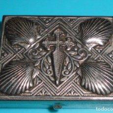 Antigüedades: MUY BONITA CAJA PEQUEÑA DE METAL PLATEADO. Lote 172188983
