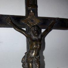 Antigüedades: CRUCIFIJO PECTORAL CON CRISTO BRONCE S.XIX. Lote 172190975