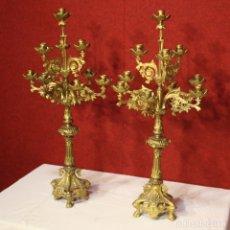 Antigüedades: PAREJA DE CANDELEROS ITALIANOS EN LATÓN DORADO. Lote 172201769