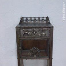 Antigüedades: PRECIOSA Y RARA MESILLA DE ESTILO ART DECO EN BRONCE Y CRISTAL. Lote 172203158
