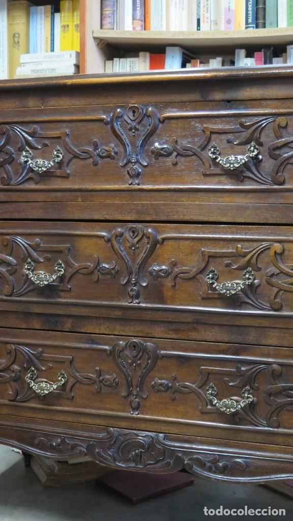 Antigüedades: ANTIGUA COMODA DE MADERA TALLADA. NOGAL Y ROBLE. AÑOS 30 - Foto 4 - 172214407