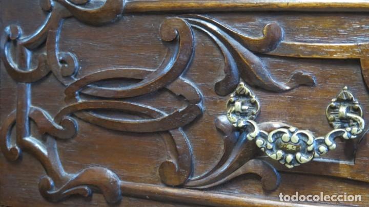 Antigüedades: ANTIGUA COMODA DE MADERA TALLADA. NOGAL Y ROBLE. AÑOS 30 - Foto 12 - 172214407