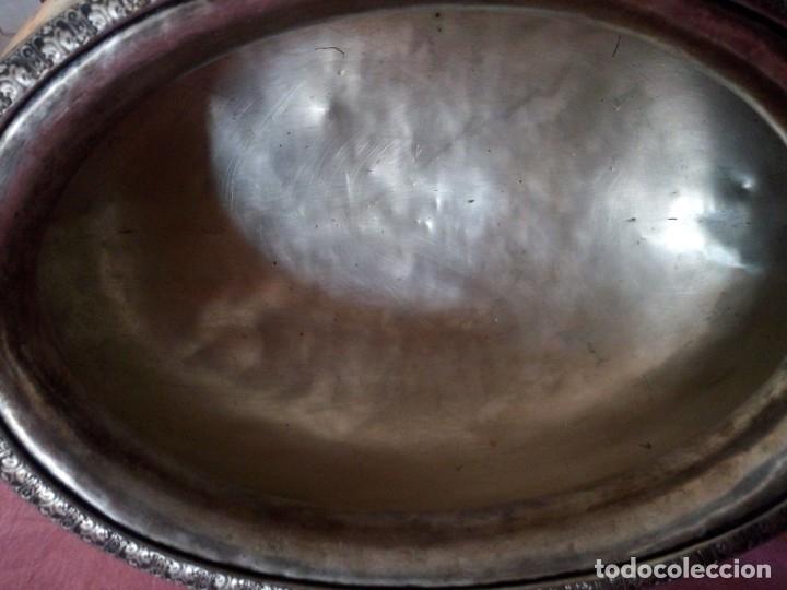 Antigüedades: Extraordinaria sopera centro de mesa de metal bañado en plata con decoraciones repujadas,siglo xix - Foto 13 - 172245173