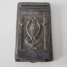 Antigüedades: ANTIGUO PORTA NOTAS MODERNISTA DE ESCRITORIO CON BAÑO DE PLATA O ALPACA. Lote 172254992