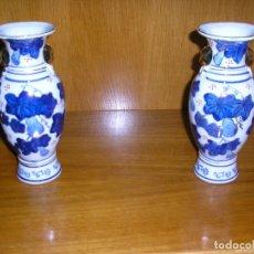 Antigüedades: JARRONES DE PORCELANA -21CM.DE ALTURA-DIBUJOS ORO. Lote 172267892