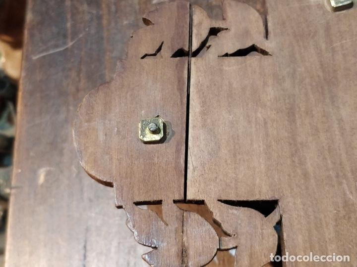 Antigüedades: Antiguo Cristo de Bronce patinado sobre cruz de madera - 40.5 x 18cm - Foto 9 - 172275917