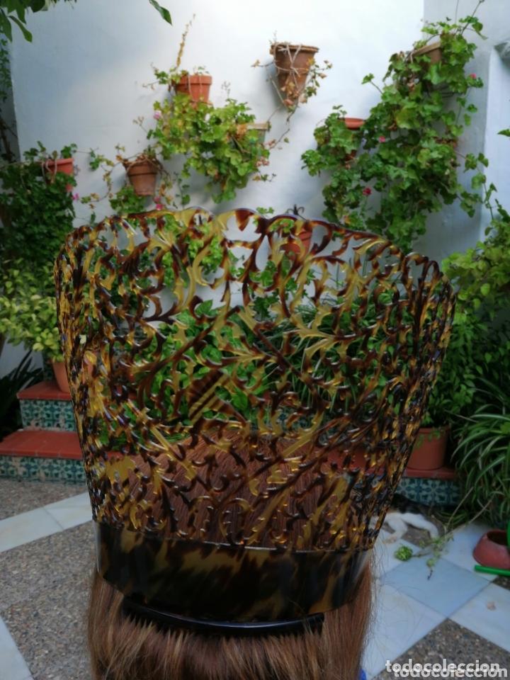 Antigüedades: Preciosa peina de celulosa Tallada a mano en los años 40, es grande , para mantilla. - Foto 6 - 158555654