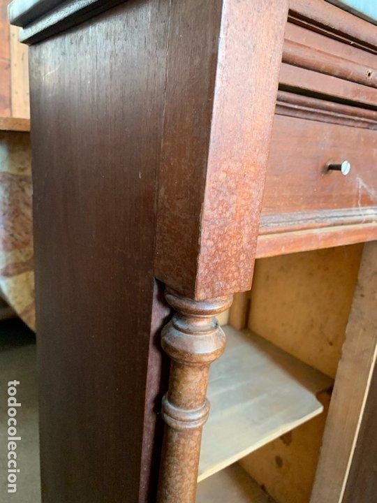 Antigüedades: antigua mesita o mesilla de habitacion con marmol superior y bandeja deslizante. Muy curiosa - Foto 10 - 172289942