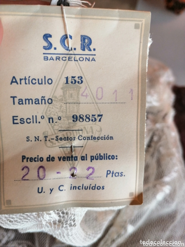 Antigüedades: Mantilla o pollita antigua con etiqueta - Foto 3 - 172293513