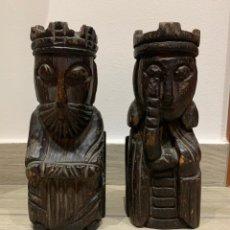 Antigüedades: SUJETA LIBROS REY Y REINA DE MADERA. Lote 172307774