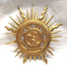 Antigüedades: CORONA PARA IMAGEN S XIX, TALLA MADERA DORADA PAN DE ORO. MED. 25 CM. Lote 172320198