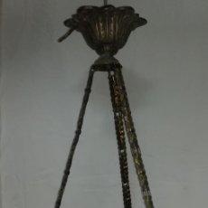 Antigüedades: LAMPARA MODERNISTA DE LATON, PRINCIPIOS DE 1900. MIRA LAS FOTOS.. Lote 172355087