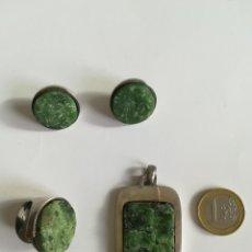 Antigüedades: COJUNTO DE COLGANTE , ANILLO Y PENDIENTES EN PLATA DE LEY Y MALAQUITA NATURAL . Lote 172360414