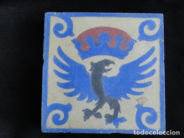 BONITO AZULEJO BALDOSA RAJOLA DECORADA - AGUILA IMPERIAL -. (Antigüedades - Porcelanas y Cerámicas - Azulejos)
