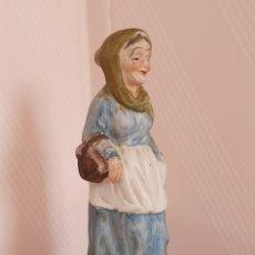 Antigüedades: FIGURA DE ANCIANA REALIZADA EN BISCUIT. Lote 172389363