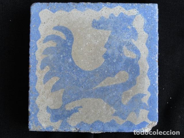 BONITO AZULEJO BALDOSA RAJOLA DECORADA - GALLO -. (Antigüedades - Porcelanas y Cerámicas - Azulejos)
