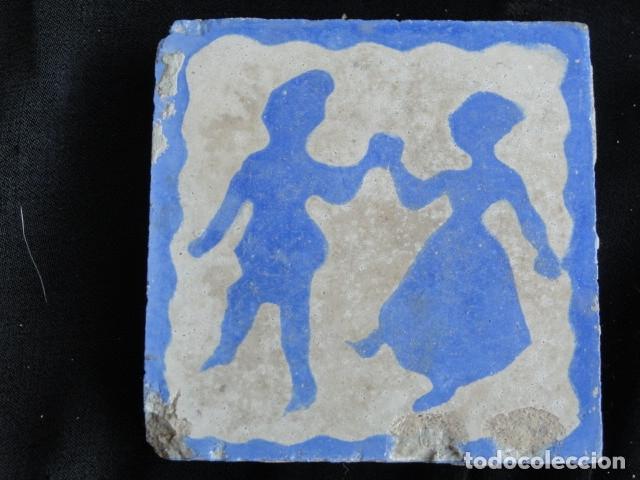 BONITO AZULEJO BALDOSA RAJOLA DECORADA - PAREJA BAILANDO -. (Antigüedades - Porcelanas y Cerámicas - Azulejos)