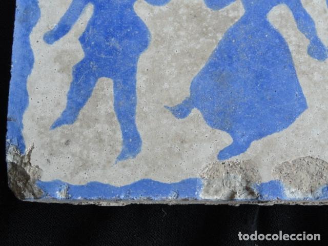 Antigüedades: BONITO AZULEJO BALDOSA RAJOLA DECORADA - PAREJA BAILANDO -. - Foto 2 - 172410932