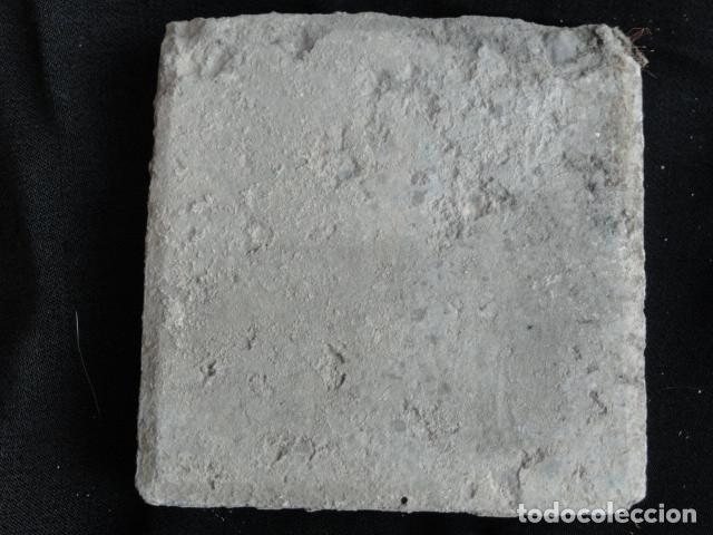 Antigüedades: BONITO AZULEJO BALDOSA RAJOLA DECORADA - PAREJA BAILANDO -. - Foto 3 - 172410932
