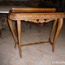 Antigüedades: ANTIGUA CONSOLA DE MADERA TALLADA DE LOS AÑOS 50-60. Lote 172468350