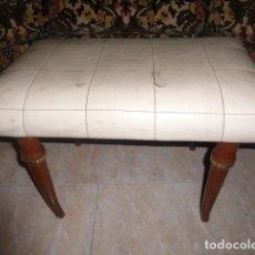 Antigüedades: BANQUETA PARA TAPIZAR CON PATAS DE MADERA . Lote 172469773
