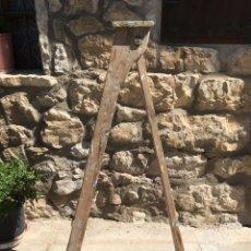 Antigüedades: ESCALERA PINTOR MADERA ANTIGUA. Lote 172475138