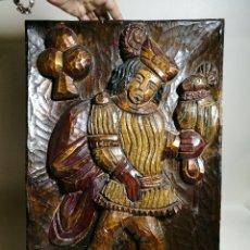 Antigüedades: CUADRO TALLADO PLAFON TALLA MADERA CON MOTIVO CETRERO MEDIEVAL.CETRERIA AÑOS 50-60 ESPAÑA--REF-1AC. Lote 172518833