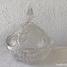 Antigüedades: GRAN BOMBONERA DE CRISTAL TALLADO DE BOHEMIA. VER FOTOS ANEXAS. (CC-103).. Lote 172533847