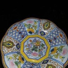 Antigüedades: FUENTE DE CERÁMICA DE TRIANA . Lote 172539917
