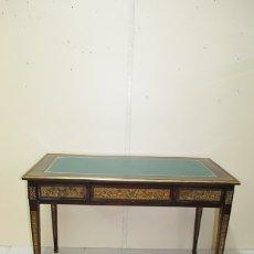 Antigüedades: ANTIGUA MESA ESCRITORIO LUIS XVI CON BRONCES. Lote 172561579