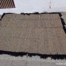 Antigüedades: MUY ANTIGUA + 100 AÑOS RARA Y BONITA MANTA DE LANA MARAGATA DE OJO DE PERDIZ, COMPLETA Y MUY BUEN ES. Lote 172566408